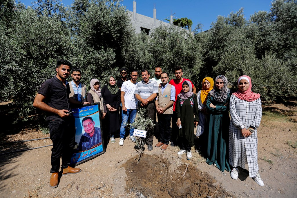 المجموعات الشبابية الإعلامية تنظم زيارات لعائلات شهداء الصحافة الفلسطينية
