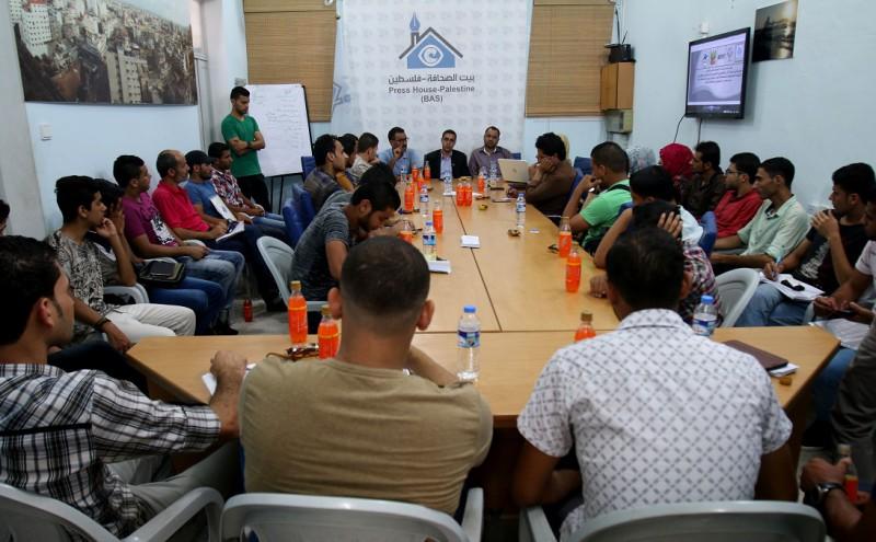 """فريق """"عيون الأمل"""" ينظم ورشة عمل بعنوان"""" دور الصحفي في مواجهة الفساد"""""""