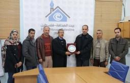 جامعة الأزهر بغزة تبحث سبل التعاون مع بيت الصحافة