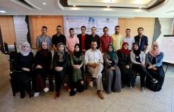 تسليم شهادات دورة التحرير الصحفي