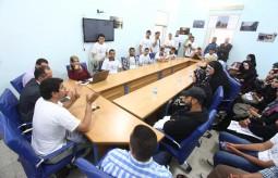 وفد من طلبة الإعلام في الكلية الجامعية يزور بيت الصحافة