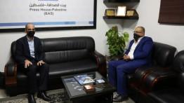 وزير الثقافة الدكتور عاطف ابو سيف يزور بيت الصحافة
