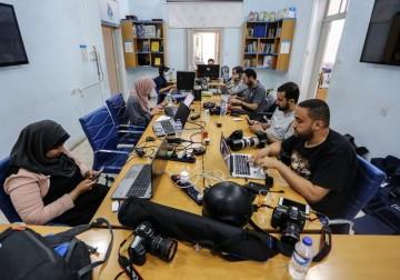 بيت الصحافة يفتح أبوابه لاستقبال الصحفيين الذين هُدمت مكاتبهم جراء القصف الإسرائيلي على غزة