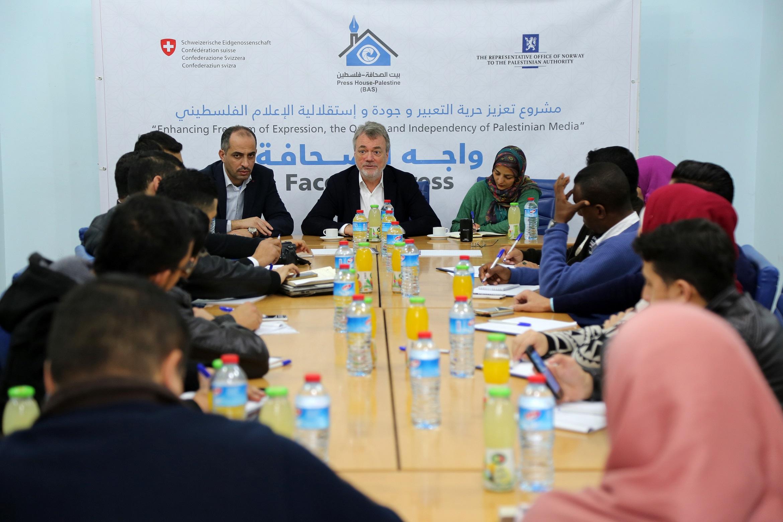 بحضور إعلاميين شباب .. بيت الصحافة ينظم لقاء 'واجه الصحافة' مع مدير عمليات الأونروا 'بوشاك'