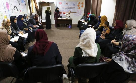 مركز إبداع المعلم ينفذ مبادرة تحليل المنهاج الفلسطيني الجديد