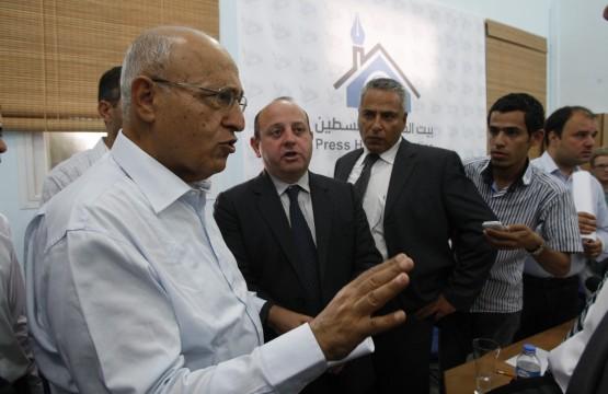 اللقاء الصحفي مع جون رتر واستقبال د.نبيل شعث