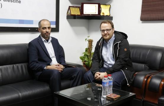 منسق منتدى حقوق الإنسان السويسري يزور بيت الصحافة