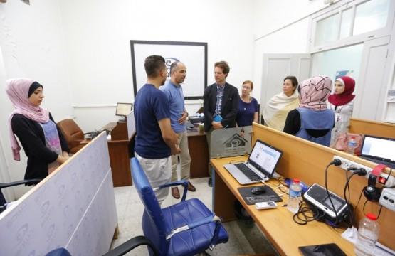 بيت الصحافة يستقبل وفد من مركز كارتر