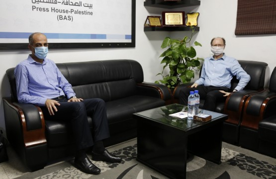 """مدير مكتب غزة بالـ"""" UNESCO"""" يزور في بيت الصحافة"""