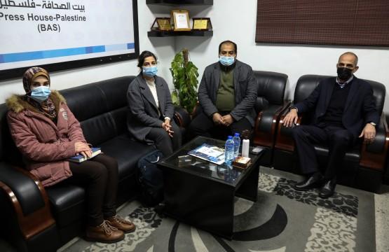 جانب من زيارة الوفد لبيت الصحافة