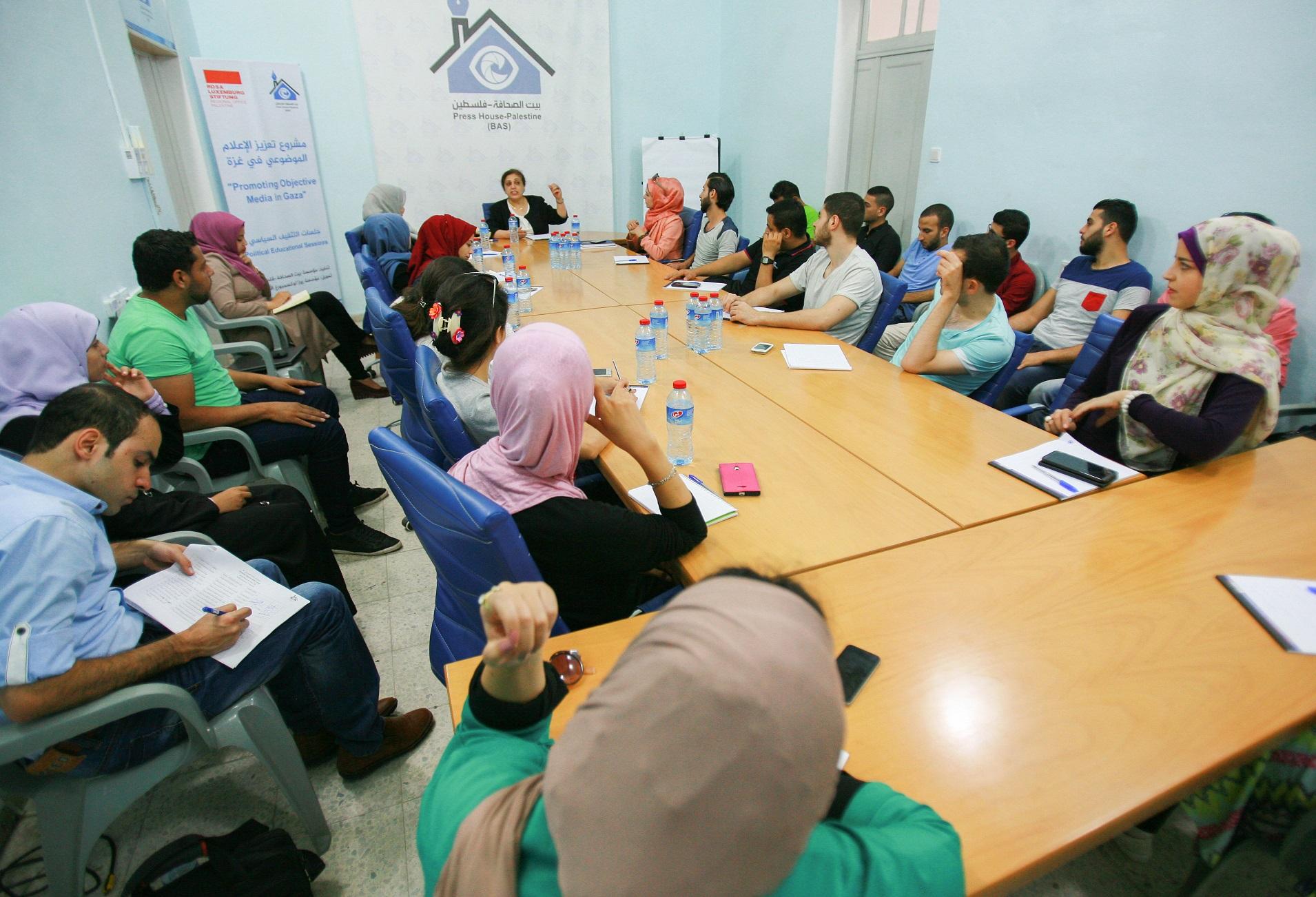 بيت الصحافة تختتم 10 جلسات تثقيفية ضمن مشروع تعزيز الاعلام الموضوعي في غزة