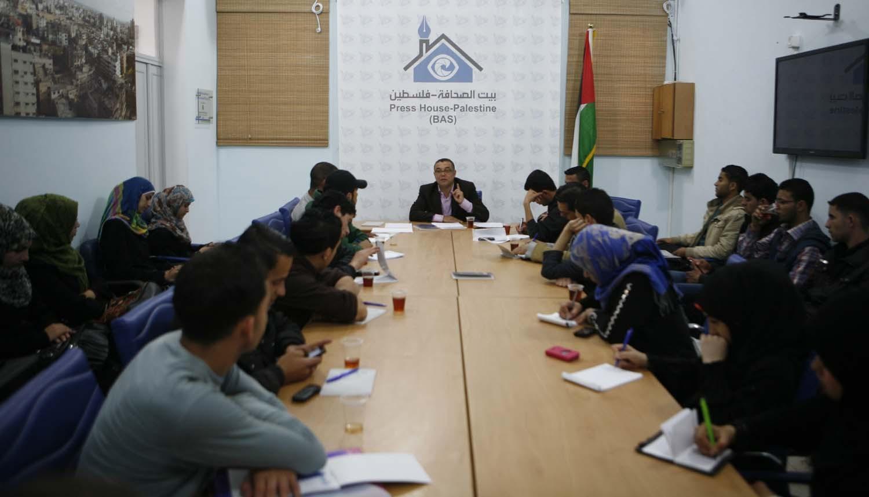 """تقديم كتاب""""لا نوم في غزة.. الطائرة الزنانة"""" بمقر بيت الصحافة"""