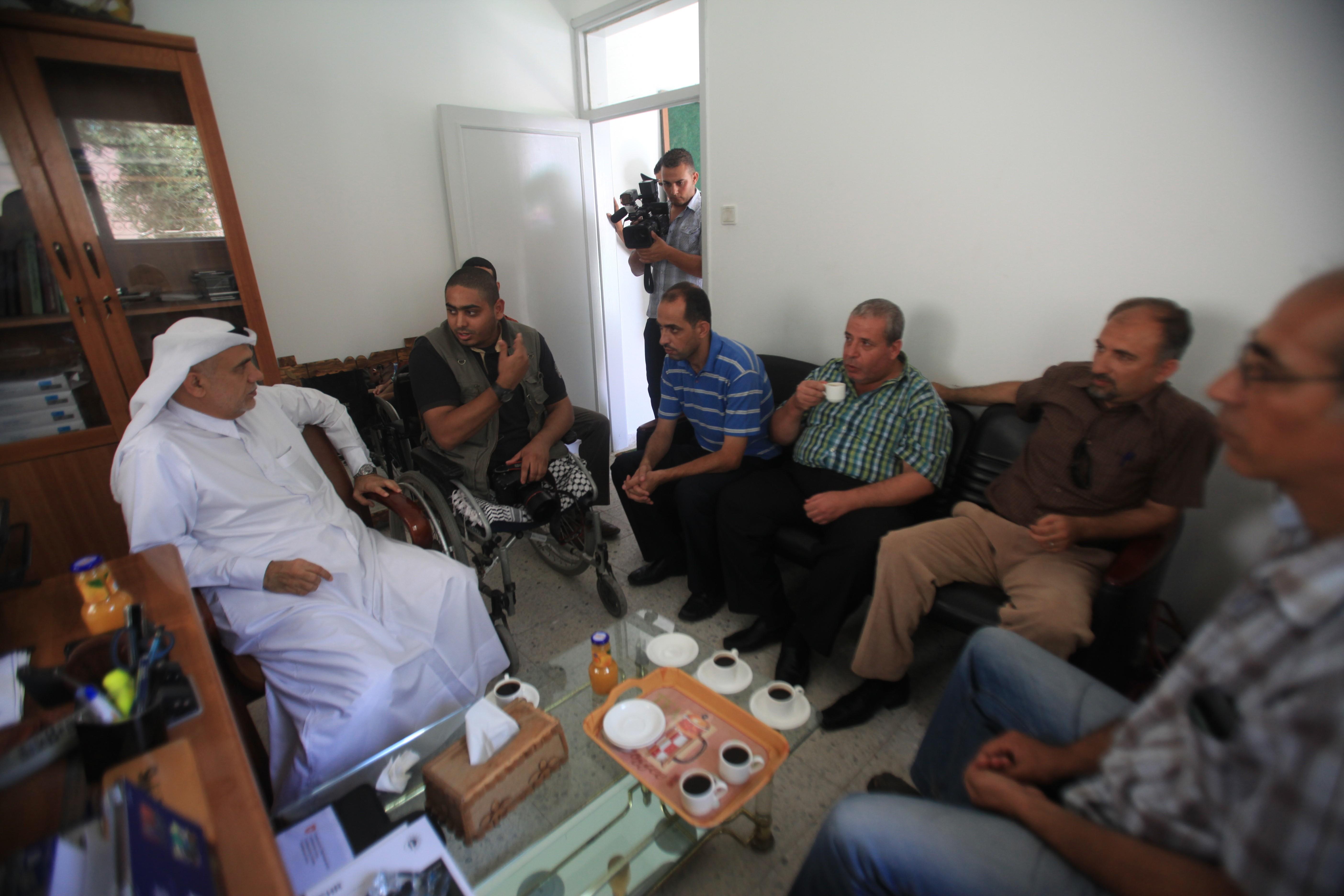 مدير جمعية قطر الخيرية يزور بيت الصحافة ويبحث سبل التعاون المشترك