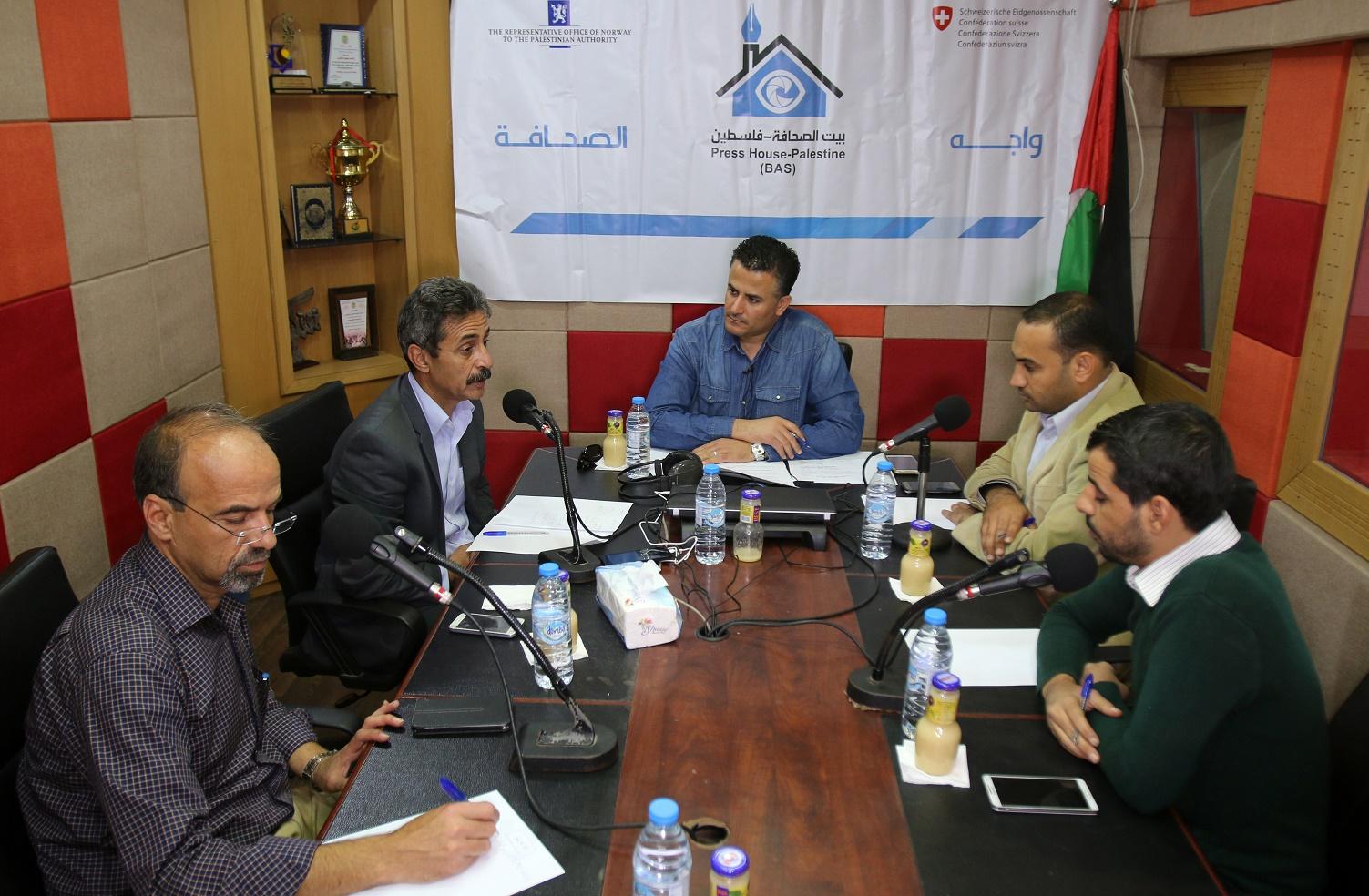 عبر إذاعة القدس.. بيت الصحافة ينظم لقاء واجه الصحافة حول آلية اعمار غزة الـ