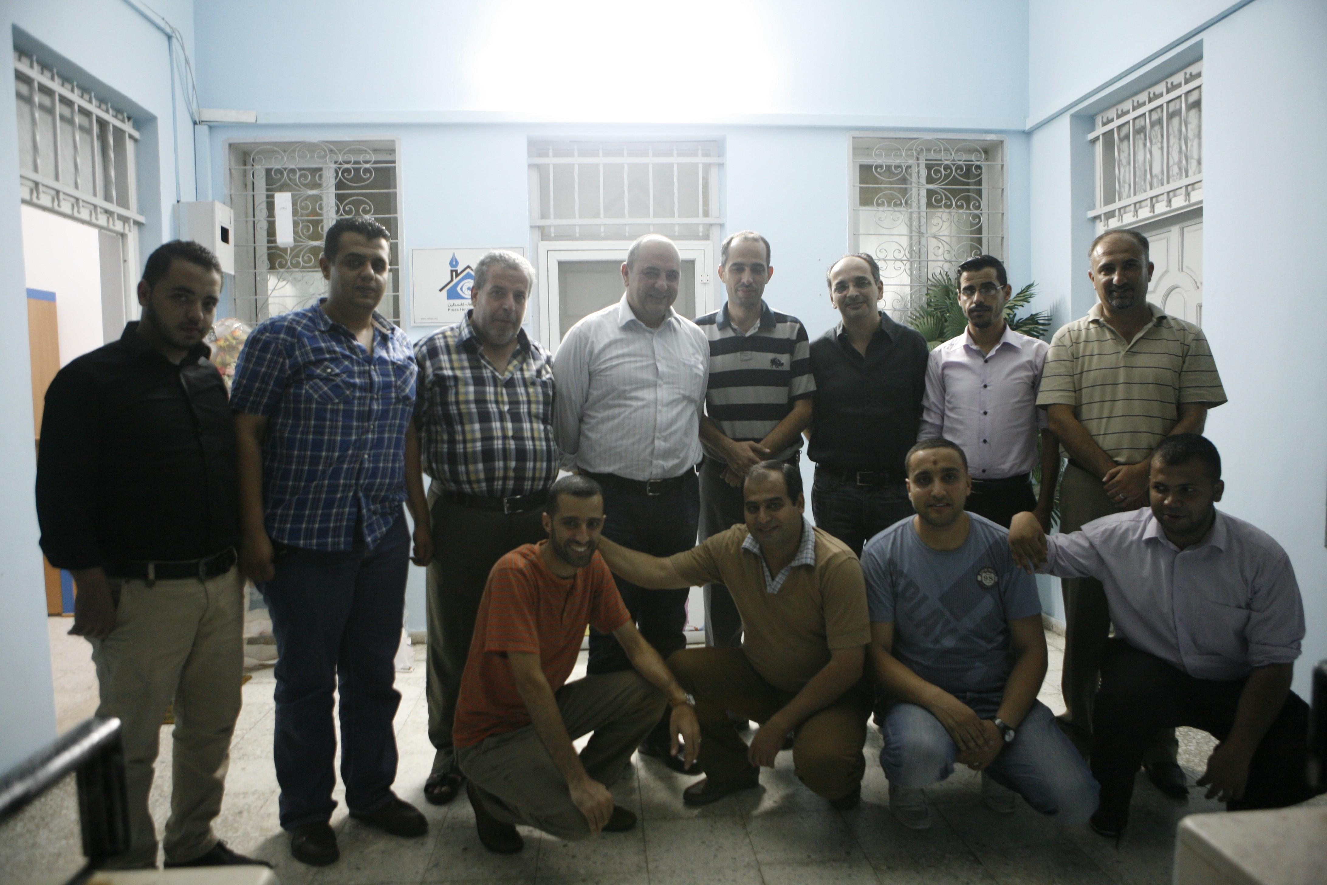 الرئيس التنفيذي لشركة الوطنية موبايل فايز الحسيني يزور بيت الصحافة