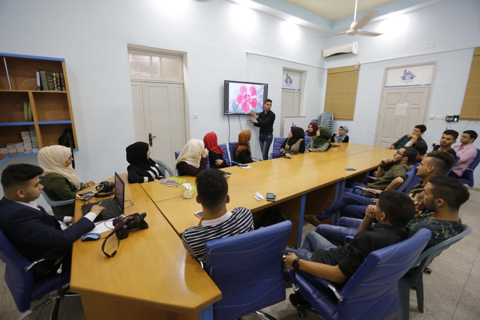 فريق رواد الاعلام يختتم دورة في التصوير الفوتوغرافي ببيت الصحافة