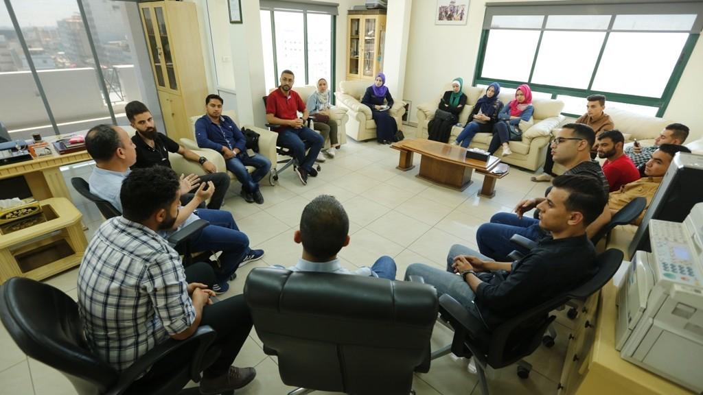 بيت الصحافة ينظم جولة ميدانية لوكالات أنباء عالمية في غزة