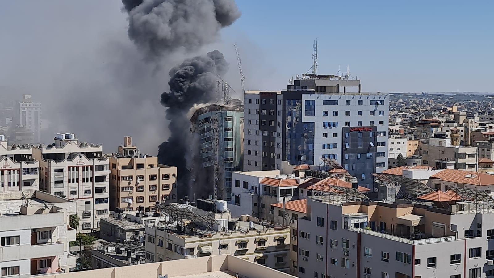قصف برج الجلاء الذي يحتوى على مكاتب صحفية