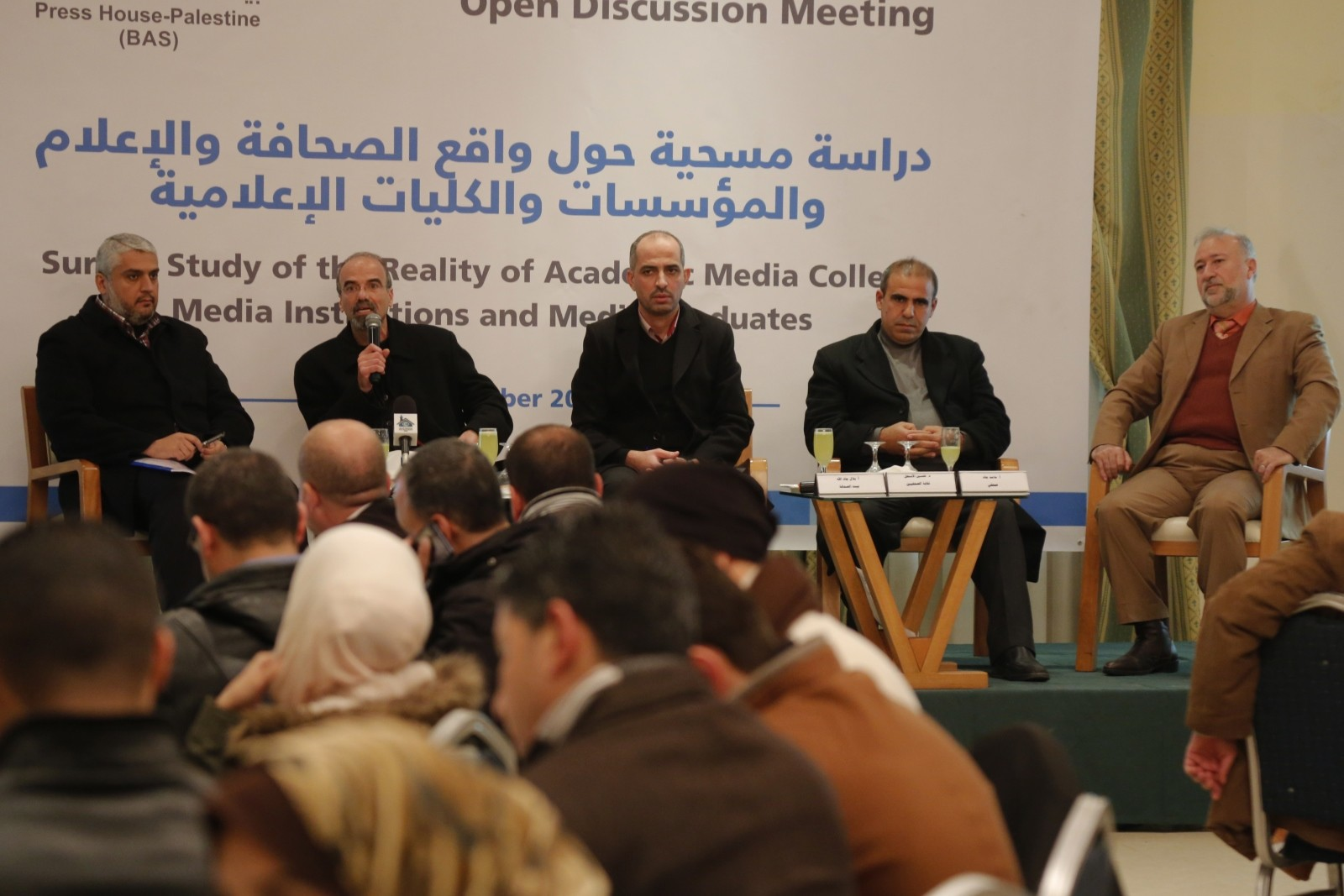 بيت الصحافة يعقد لقاءً لعرض ومناقشة دراسة مسحية حول واقع الصحافة والإعلام في غزة