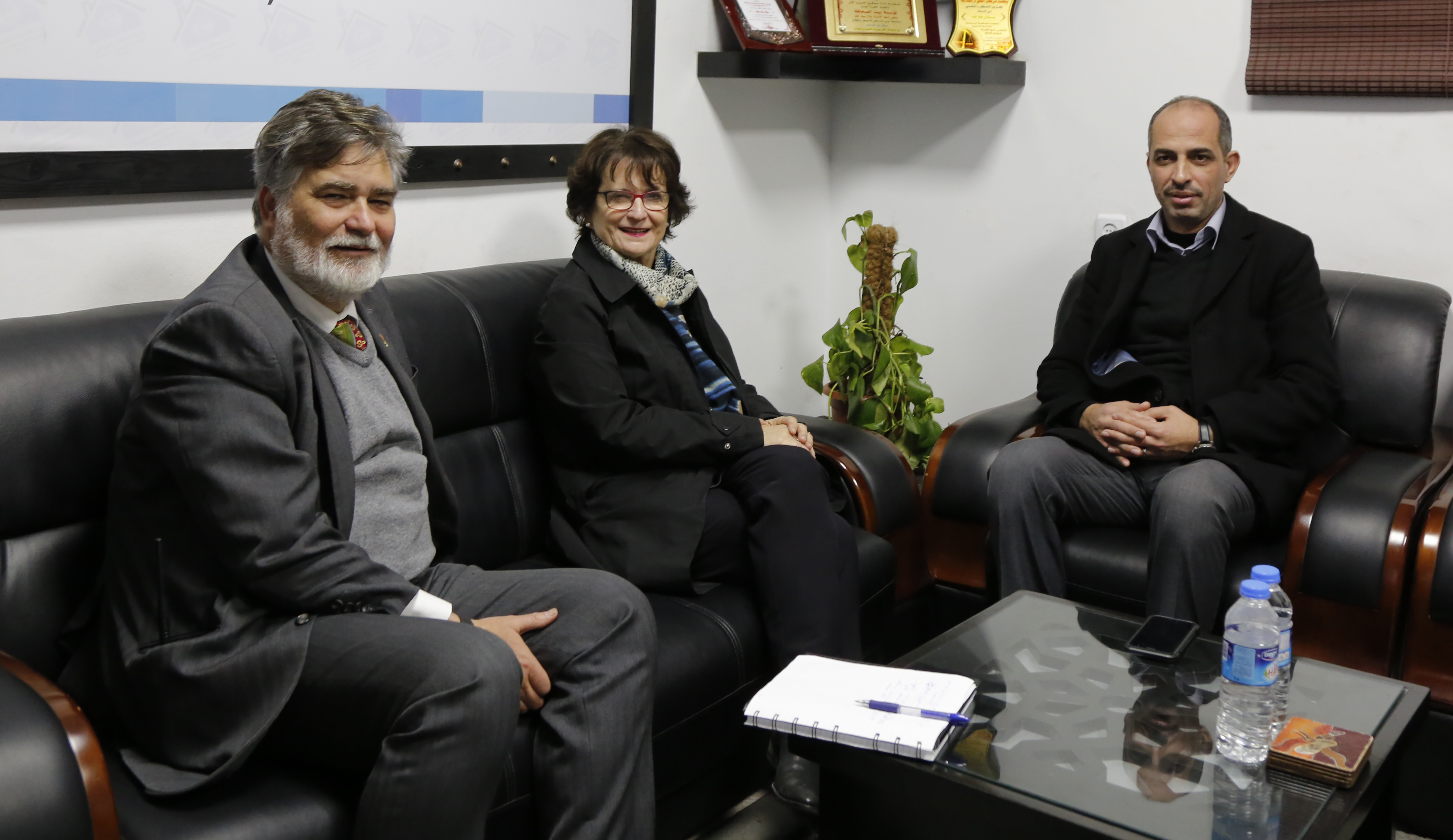 سفير كندا والقنصل العام يزوران بيت الصحافة