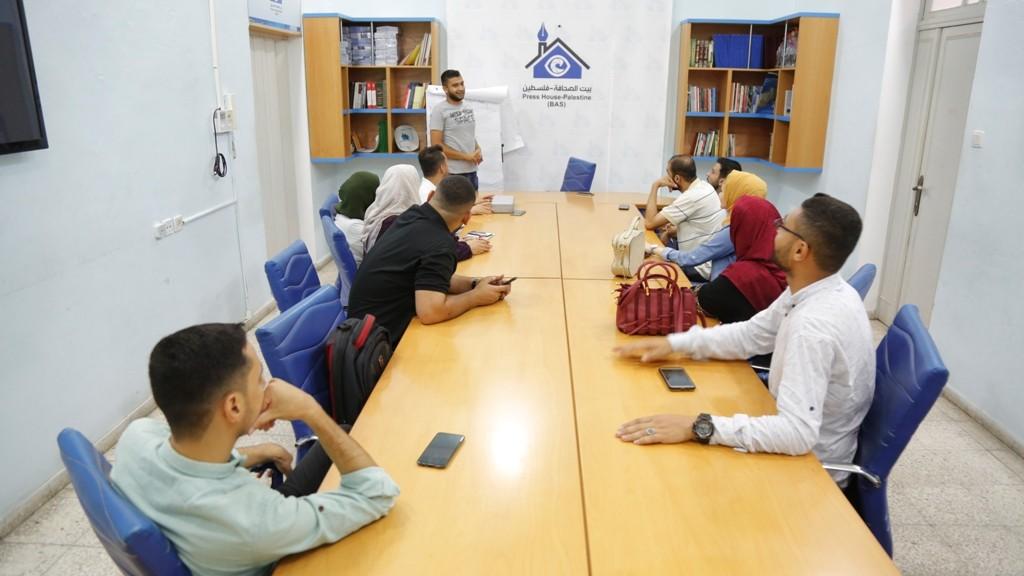 بيت الصحافة يعقد جلسة تحديد احتياجات لفريق 'الإعلام الاجتماعي'