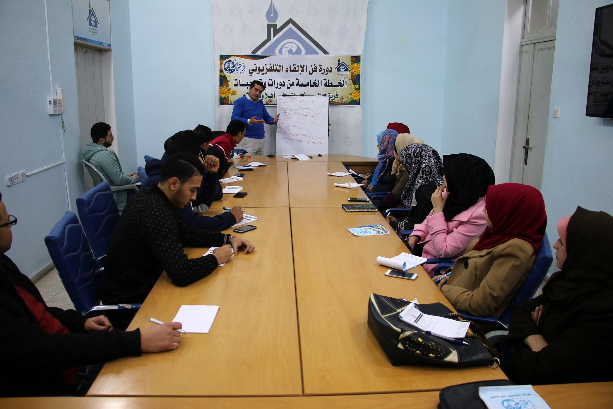 فريق إعلاميون نحو التميز يختتم دورة بعنوان إعداد وتقديم برامج تلفزيونية بالتعاون مع بيت الصحافة