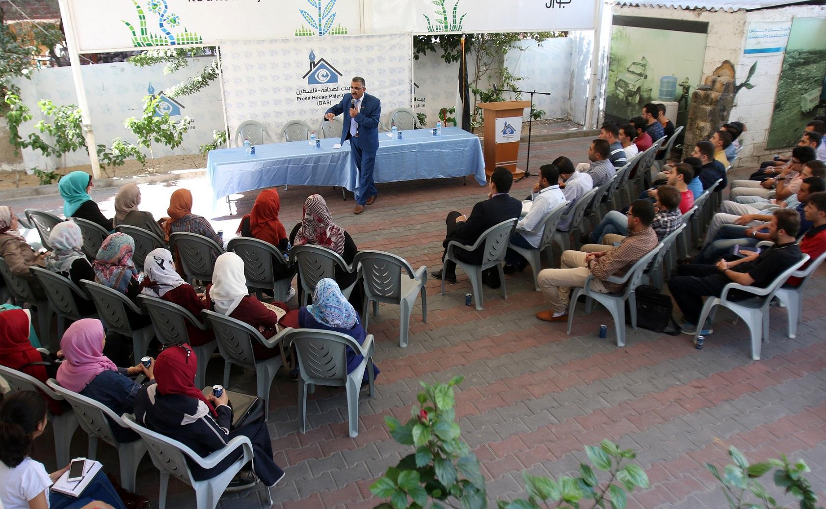 لقاء تعريفي لطلبة غزة المقبولين في منحة وزارة التعليم العالي التركية ببيت الصحافة