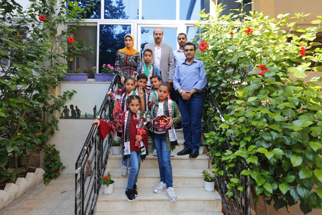 وفد من أطفال معهد الأمل للأيتام يزور بيت الصحافة