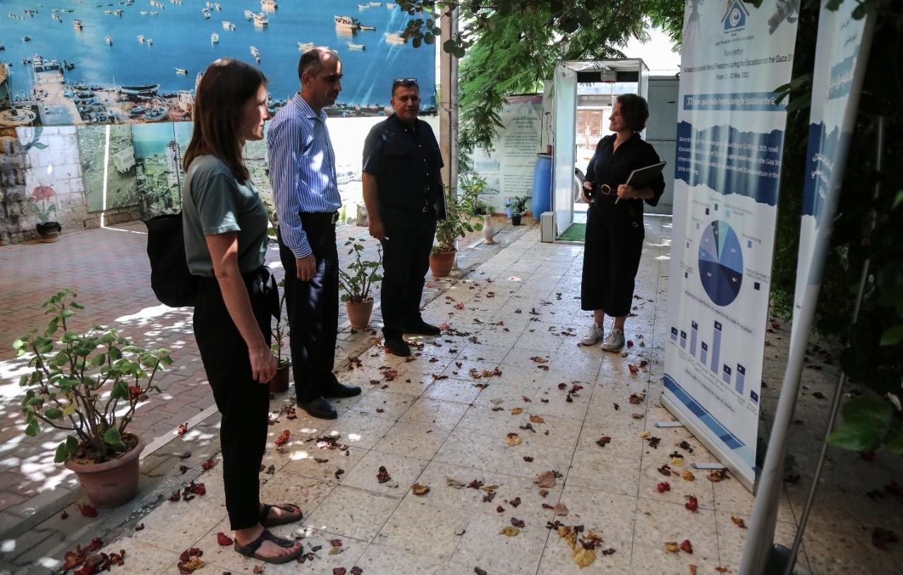 نائب القنصل البريطاني في الأراضي الفلسطينية يزور بيت الصحافة